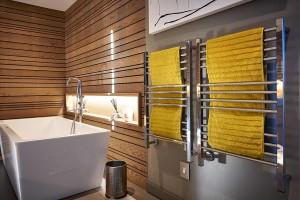 Jeeves Quadro P Heated Towel Rails
